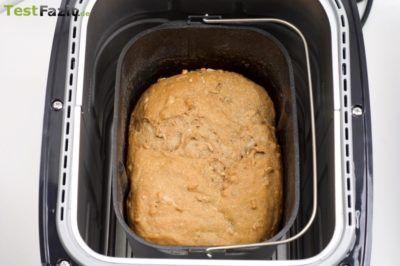 Brot in Brotbackmaschine